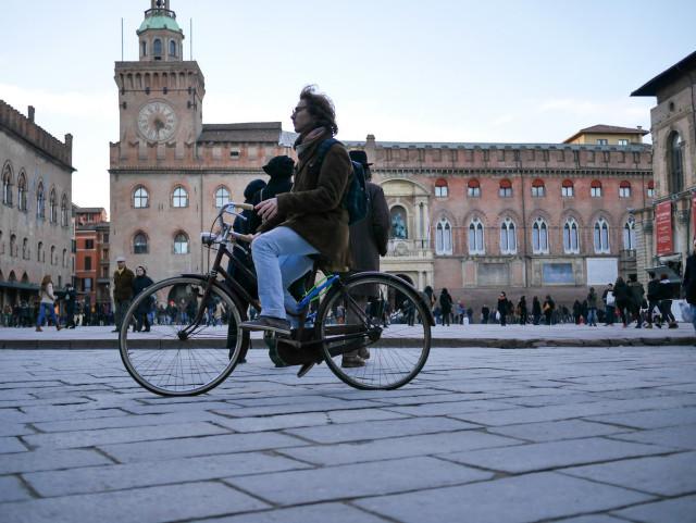 Multe alle bici in contromano: Bologna boccia il doppio senso ciclabile – Rivista BC